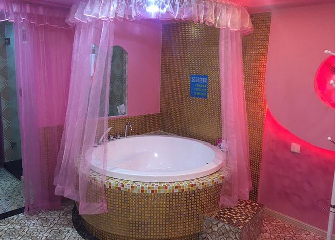 重庆主题酒∑ 店浴缸13